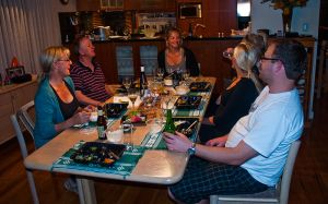 800px-Family_dinner,_Perth,_27_Oct._2010_-_Flickr_-_PhillipC